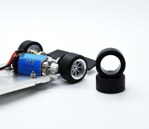 Frankenslot PU Reifen für BRM Escort hinten 88245