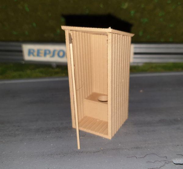Slot-Store Toilettenhaus Holzoptik Bausatz 1:32 SMPK132H